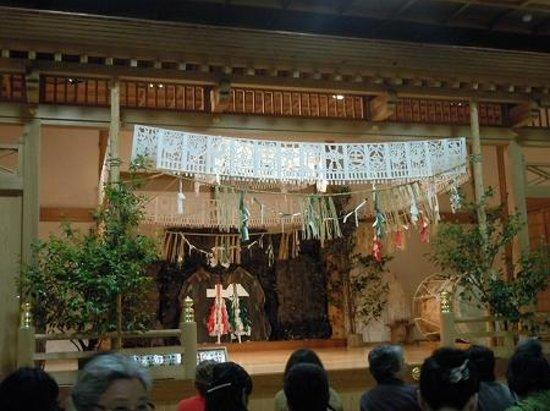 Takachiho Shrine: 高千穂神社夜神楽