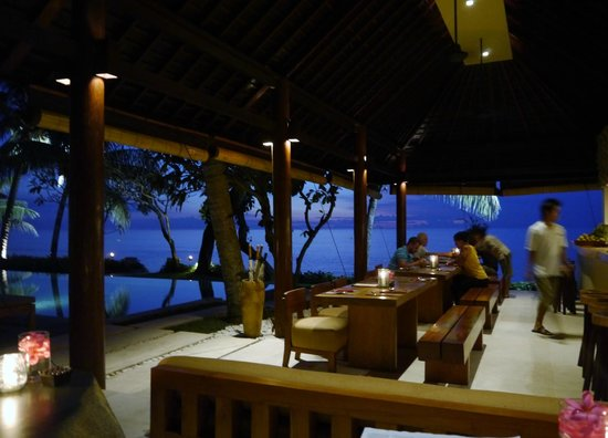 Qunci Villas Hotel: Happy hour at the NooQ bar!