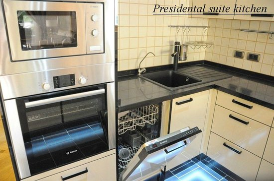 Chayofa Country Club: Presidental suite kitchen