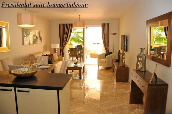 Chayofa Country Club: Presidental suite Lounge and balcony