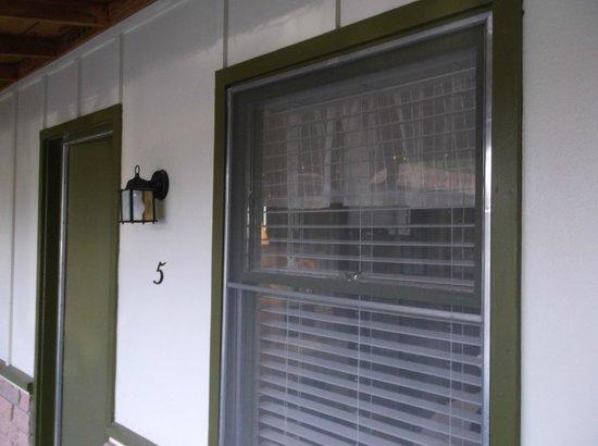El Rancho Motel: Room entrance