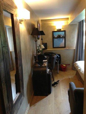 Charme & Business Hôtel Lyon : Petit couloir de la chambre