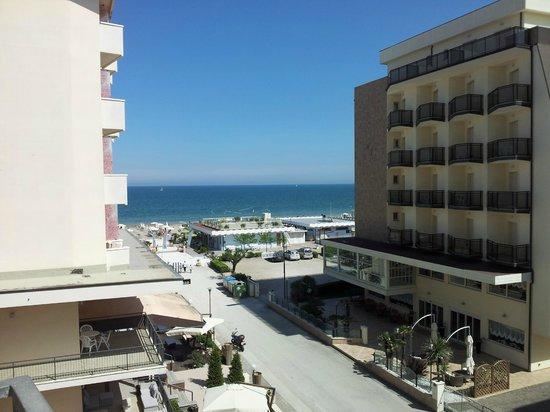 Hotel Mirage : La vista dalla camera 204!!!