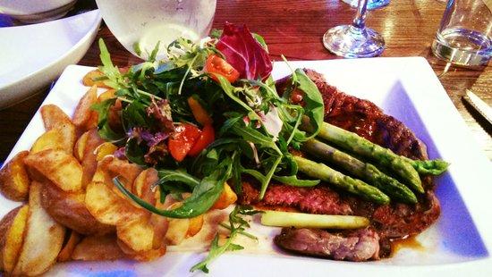 Saxtys: Herefordshire Rib-Eye Steak with Fresh Asparagus, Rocket Salad and Spiced Potato Wedges