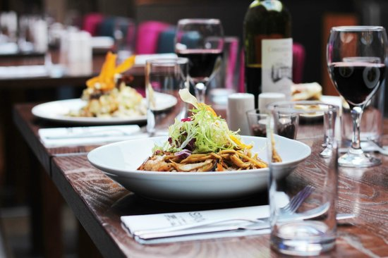 Saxtys: Thai Prawn Noodle Salad