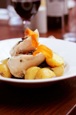 Saxtys: Stuffed Chicken Breast with New Potatoes and Creamy Mushroom Sauce
