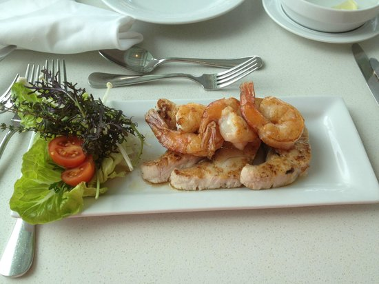 Terraces Restaurant: Grilled Fish and Prawns