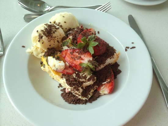 Terraces Restaurant: Gluten Free Pavlova, Sorbet, Strawberries and Chocolate