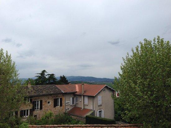 Charme & Business Hotel Lyon: Vue de l'Hotel sur les Monts d'Or