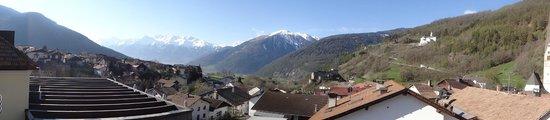 Romantik Hotel Weisses Kreuz: Panorama dalla camera verso l'Alta Val Venosta - Gruppo Ortler