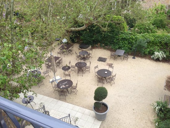 Charme & Business Hotel Lyon: Cours intérieure