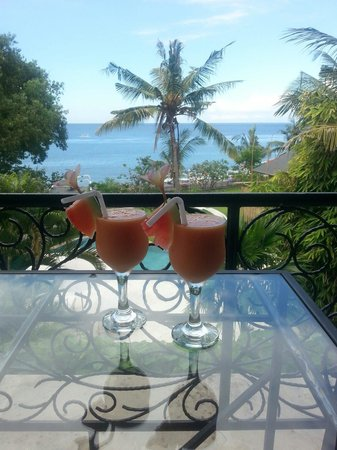 Villa Sky Dancer: Our welcome drink and view from our room