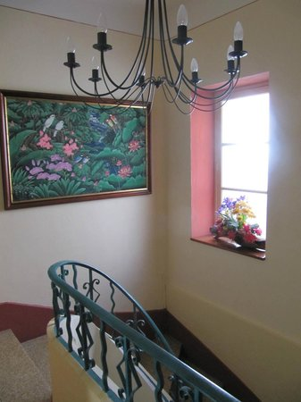 L'Echappee Belle Chambres d'Hotes : Top of stairs