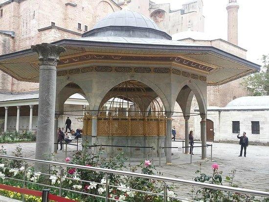 Hagia Sophia Museum / Church (Ayasofya): View form the queue