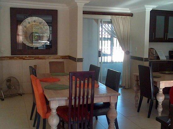 Indwendwe Lodge: dining 1