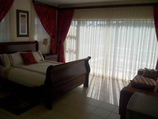 Indwendwe Lodge: bedroom 1