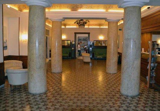 Hotel Vittoria: Hall