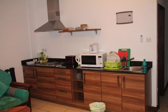 Cowrie Shell Beach Apartments: Kitchen area