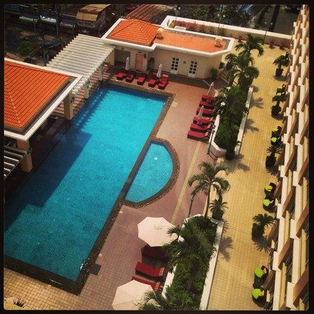 Sofitel Plaza Hanoi : Pool deck from my room