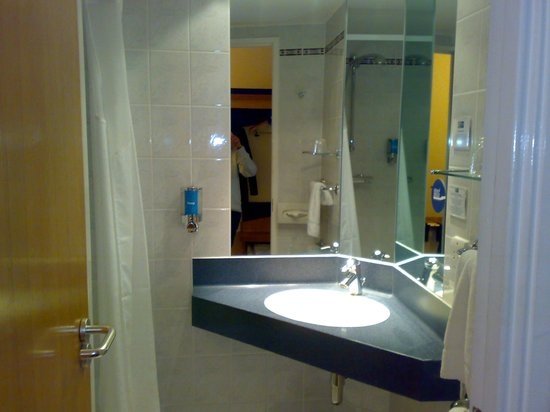 Holiday Inn Express Bath: interno camera