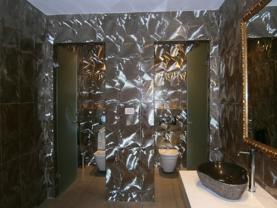 Diamond Deluxe Hotel & SPA - Adults Only: Foyer Toilet