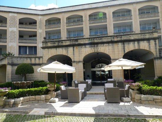Corinthia Palace Hotel & Spa : L'ingresso