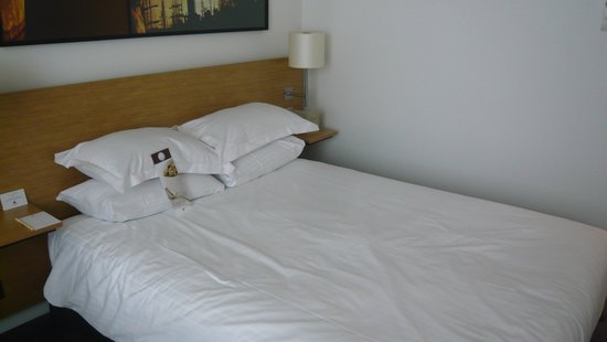 DoubleTree by Hilton Hotel Amsterdam Centraal Station: bed for short people