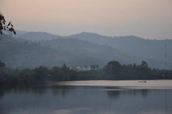 GreenHouse Kampot: vue de la terrase le soir