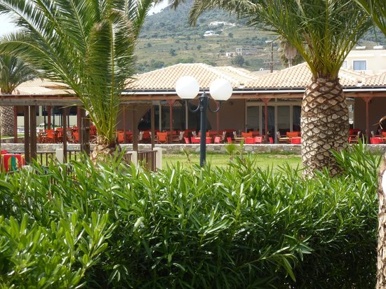 Akti Beach Club Hotel: le bar de l'hôtel