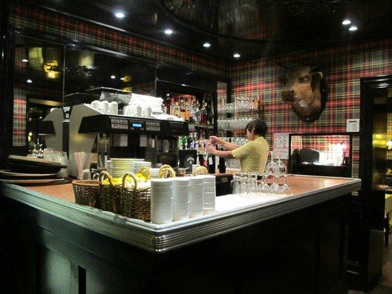 L'Entrecôte : Bar area