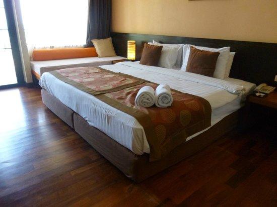 Aonang Cliff Beach Resort: View of bedroom