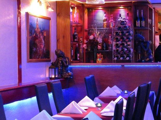 Bombay 7 Finest Indian Cuisine: Bar scene