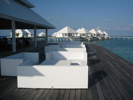 Diamonds Thudufushi : View from over water restaurant