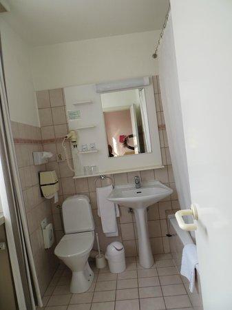 Bryghia Hotel: Salle de bain avec baignoire