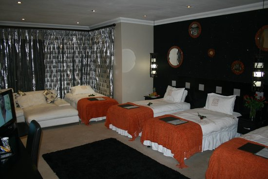 Africa Paradise - Airport Guest Lodge and Travel Centre: Family Room