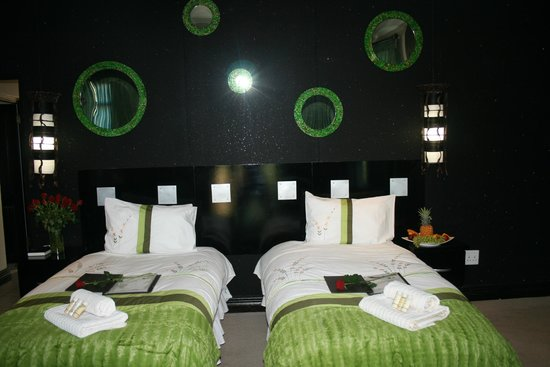 Africa Paradise - Airport Guest Lodge and Travel Centre: Twin room