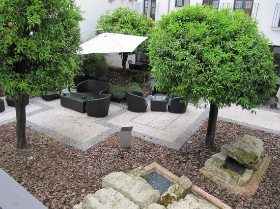 Eurostars Patios de Córdoba: Breakfast courtyard