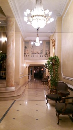 Hotel Manos Stéphanie: ロビー