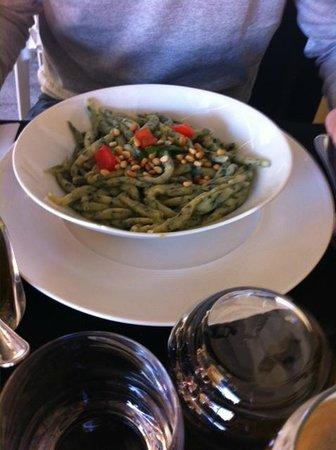 Maison Martin et Fils : la merda de can (gnocchetti verdi specialità di Nice) serviti con salsa di funghi a parte