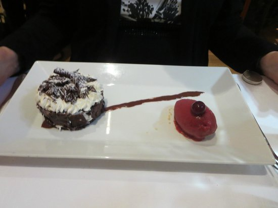 Les Viviers : Black Forest cake