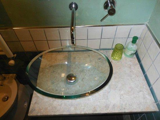 Dettaglio bagno camera galileo picture of b b san pietro serramezzana tripadvisor - San pietro in bagno ...