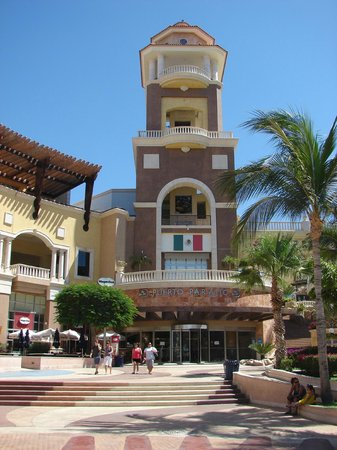 Marina Cabo San Lucas : Just one shopping area of the Marina
