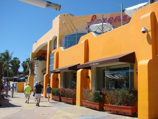 Marina Cabo San Lucas : Color and variety in the Marina shopping