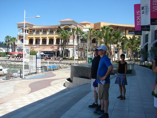 Marina Cabo San Lucas : A great place to hang out, something for everyone in the family.