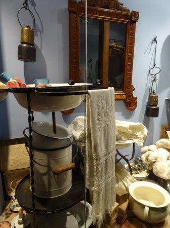 Casa Leonardo: vitrine dans le couloir des chambres