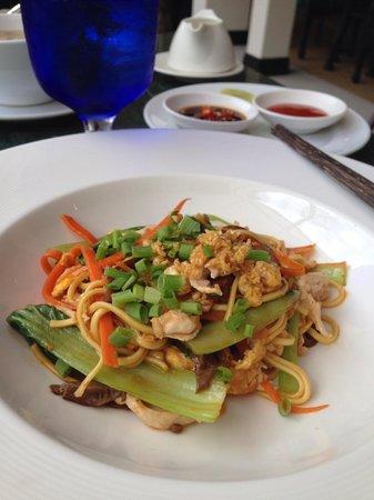 Shinta Mani Shack: Chicken fried noodle