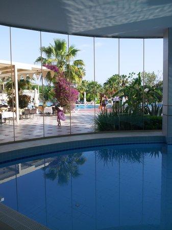 Lycus Beach Hotel: piscine intérieure