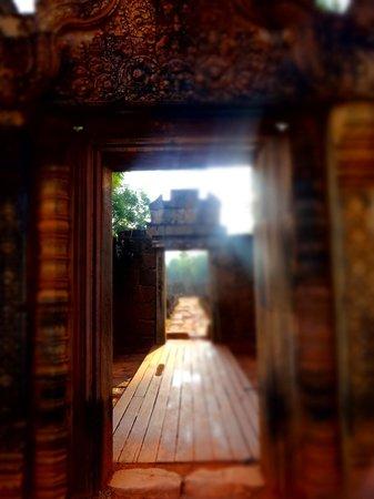 Banteay Srei : 夕日が神秘的な雰囲気を醸し出します