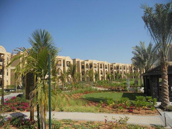 DoubleTree by Hilton Resort & Spa Marjan Island: Blick auf die Villen mt dem Garten