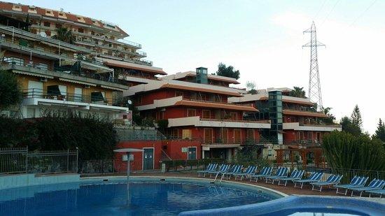 Residence Letojanni: La vista dalla piscina!